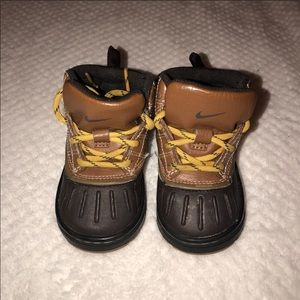 🧸 Nike toddler woodland boots